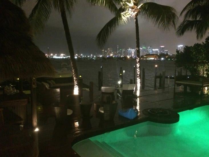 La piscine, le yacht et la vue !
