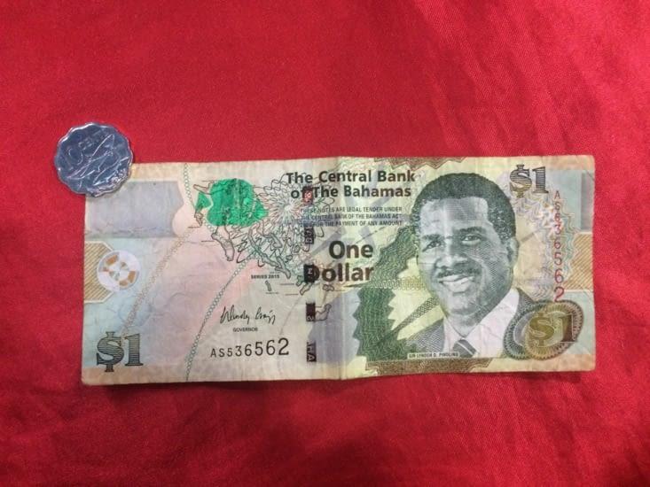 Billet de 1 dollar bahaméen et pièce de 10 centimes