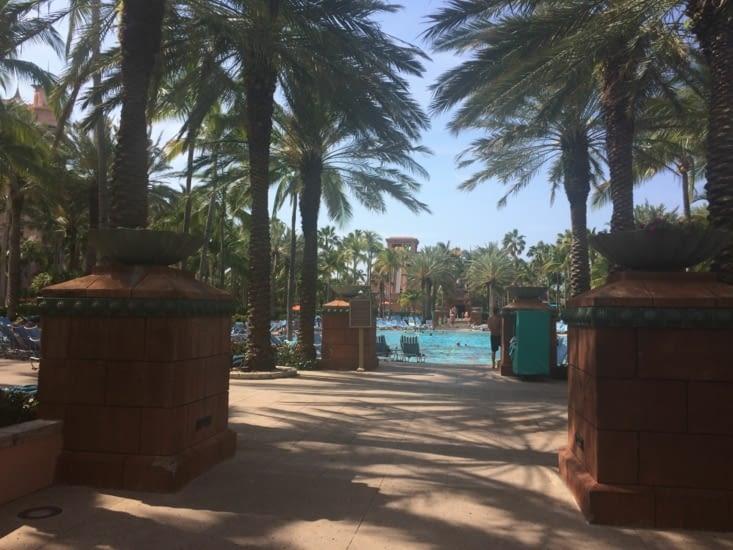 L'une des piscine du complexe