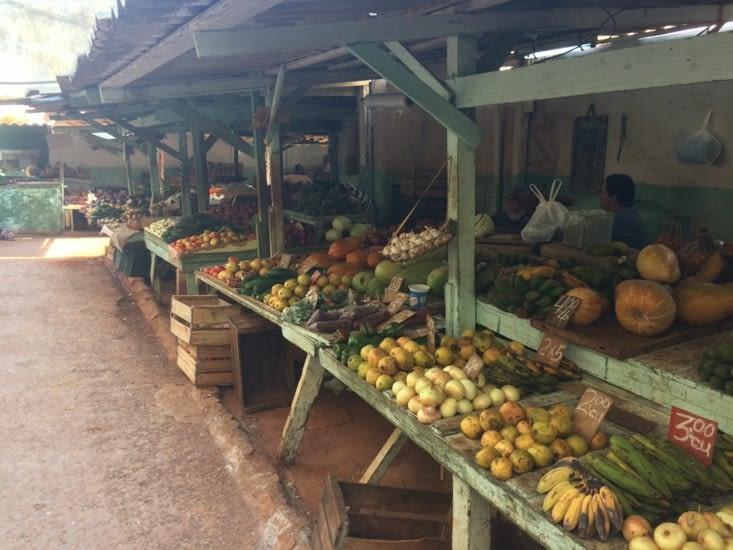 L'un des nombreux petits marchés de La Havane