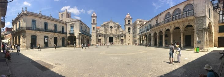 Vue panoramique de la place de la Cathédrale