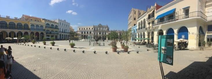 Vue panoramique de la Plaza Vieja (Place Vieille)