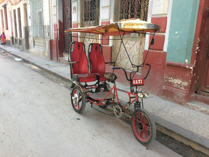 Un Bici-Taxi dans un rue de la Havane