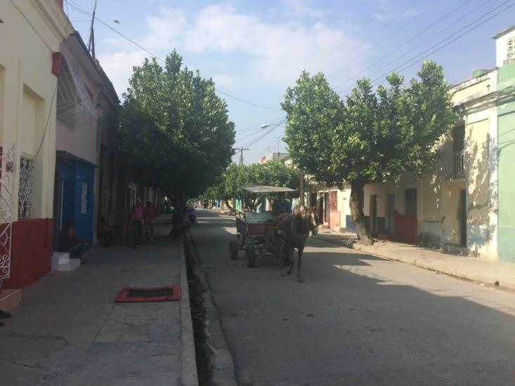 Un taxi bien plus écologique, dans une rue de Cienfuegos