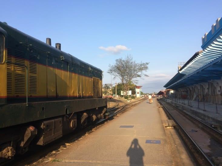 Entrée en gare d'un train à Camagüey