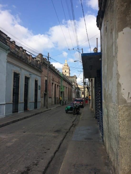 Une rue résidentielle du centre-ville de Camagüey