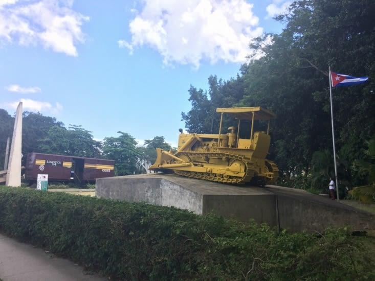 Le bulldozer utilisé pour l'arrachage des rails