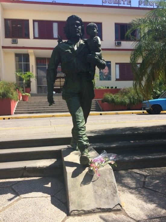 Statue « Le Che et l'enfant »