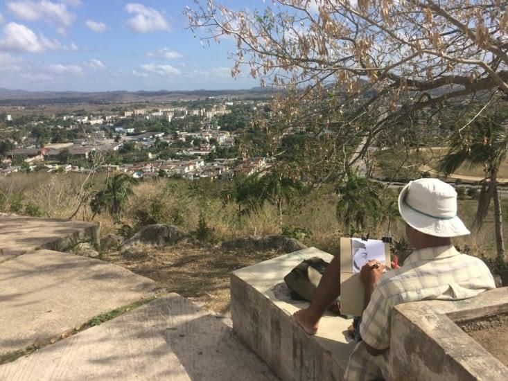 Un dessinateur en haut de la colline del Capiro