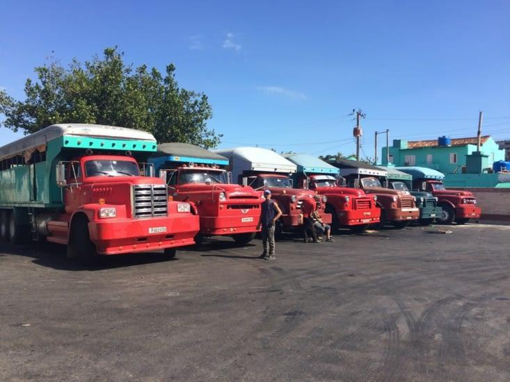 Les « bétaillères » à la gare routière de Pinar del Río