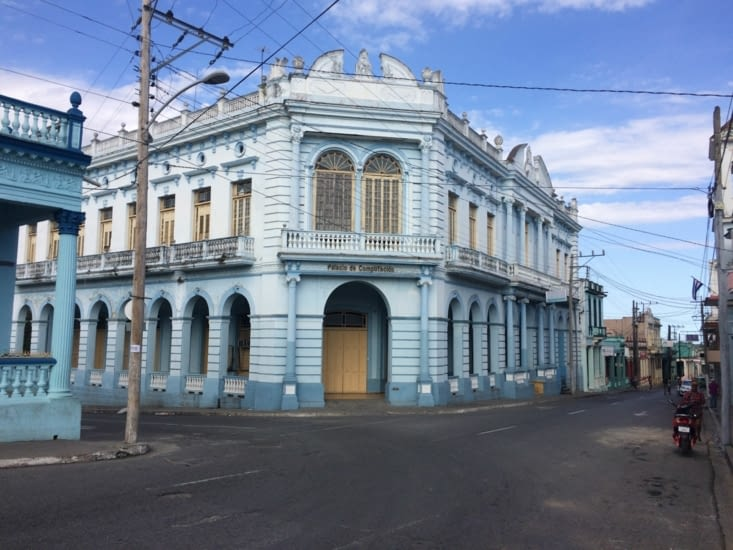 Un joli bâtiment à Pinar del Río