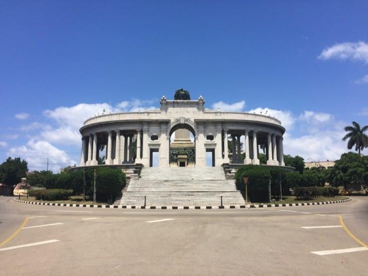 Le monument José Miguel Gómez, vu de l'autre côté