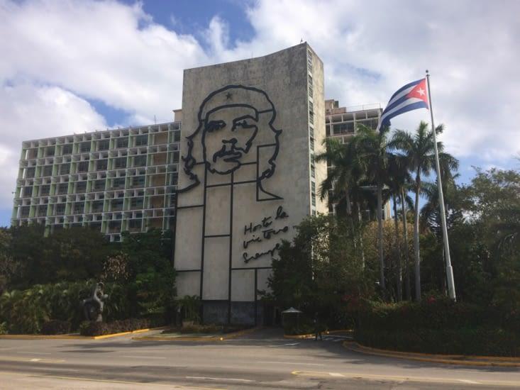Le visage du Che sur le bâtiment du ministère de l'Intérieur