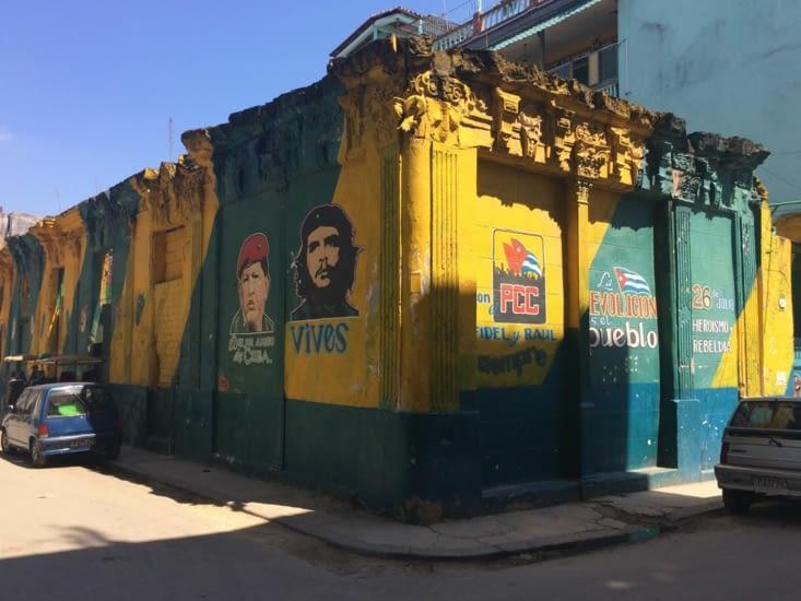 Propagande peinte sur un mur