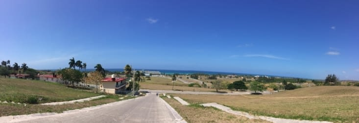 Vue panoramique sur la route venant à l'une des plages