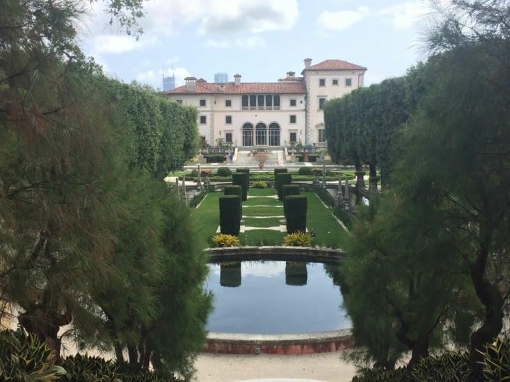 La villa Vizcaya vue depuis ses jardins