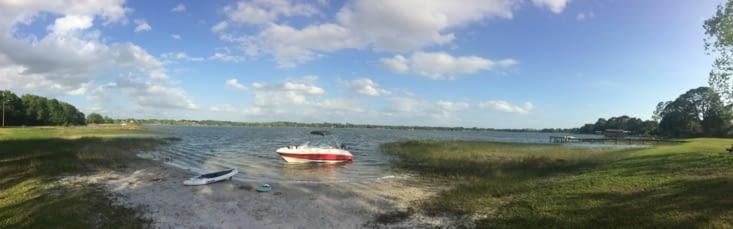 Bateau pour le wakeboard et paddle board