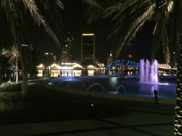 Vue de nuit sur le centre-ville de Jacksonville