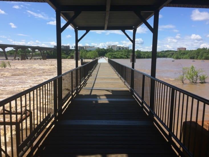 Accès au pont piéton