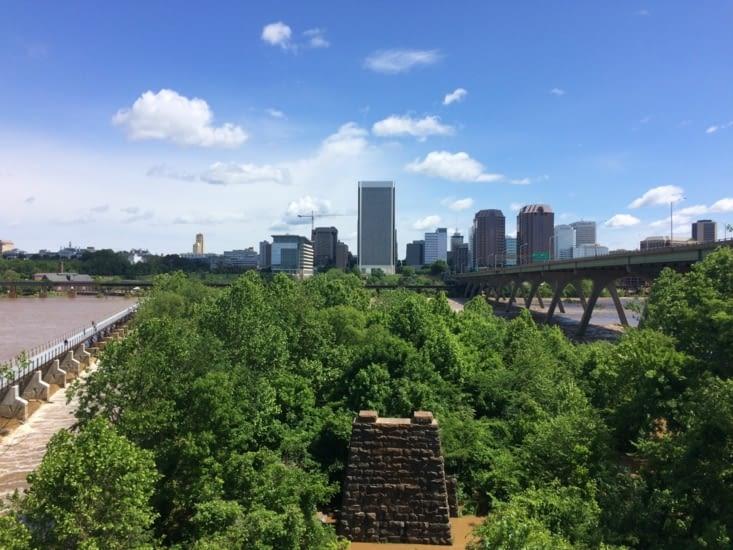Point de vue sur Richmond depuis la rive droite de James River