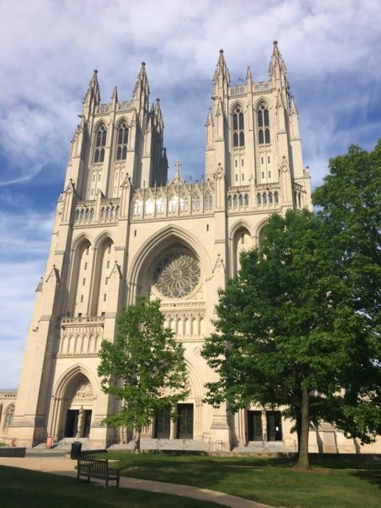 La façade de la cathédrale nationale de Washington