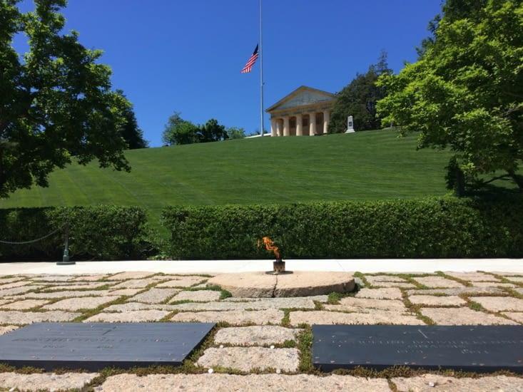 Les tombes de John Fitzgerald Kennedy et de son épouse