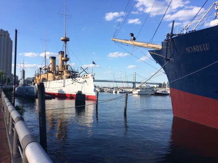 Un navire de guerre et un sous-marin, transformés en musée