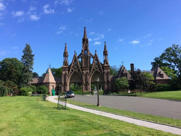 L'entrée principale du cimetière de Green-Wood
