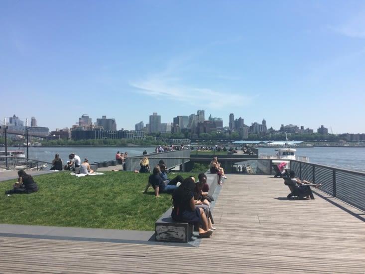 Pier 15, avec vue sur Brooklyn