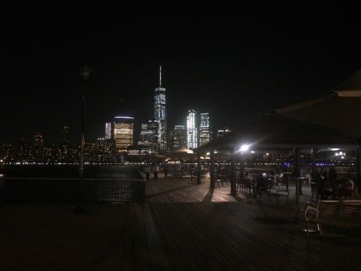 Vue sur Lower Manhattan de nuit, depuis Jersey City