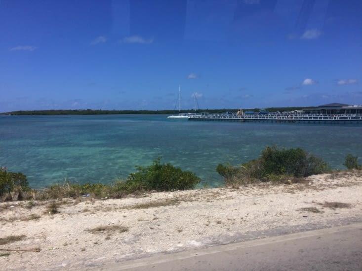 Sur la droite, le delphinarium de Cayo Santa Maria