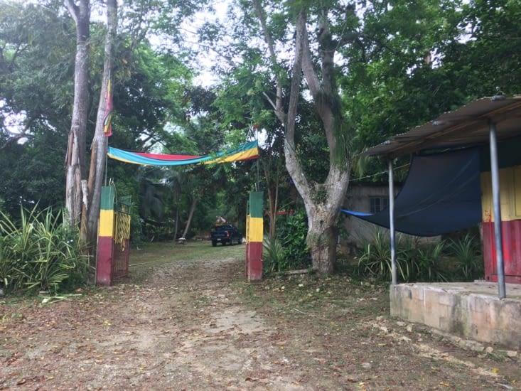 Entrée du « rasta village »