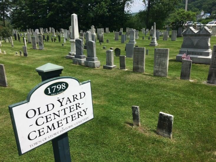 Le cimetière du village