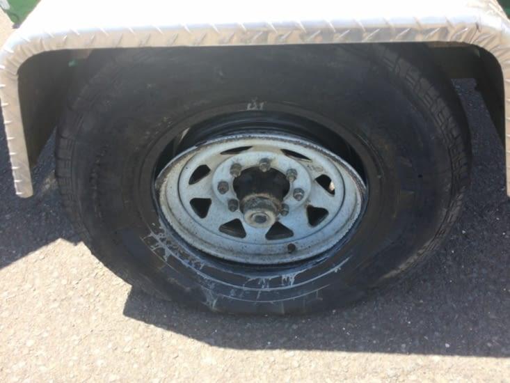 Le pneu de l'un de mes chauffeurs a eu un coup de mou également