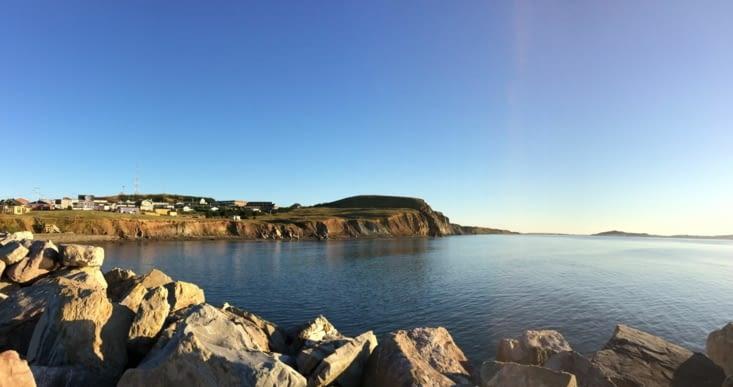 La côte vue du port de Cap-aux-Meules