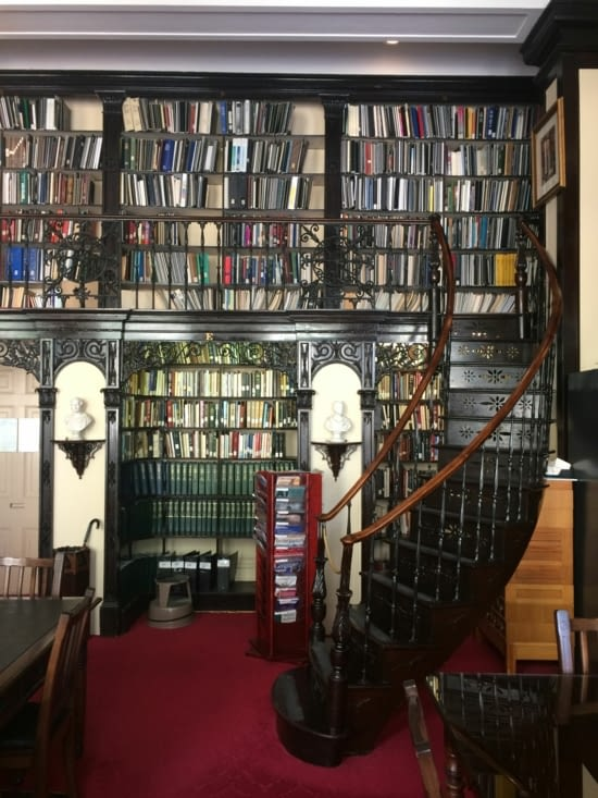 La bibliothèque de Province House