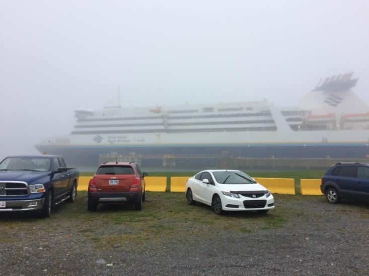 Le ferry, dans la brume de Terre-Neuve