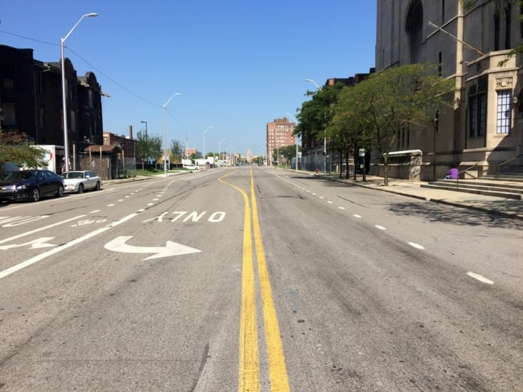 Les rues désertes de Détroit, par un samedi après-midi ensoleillé