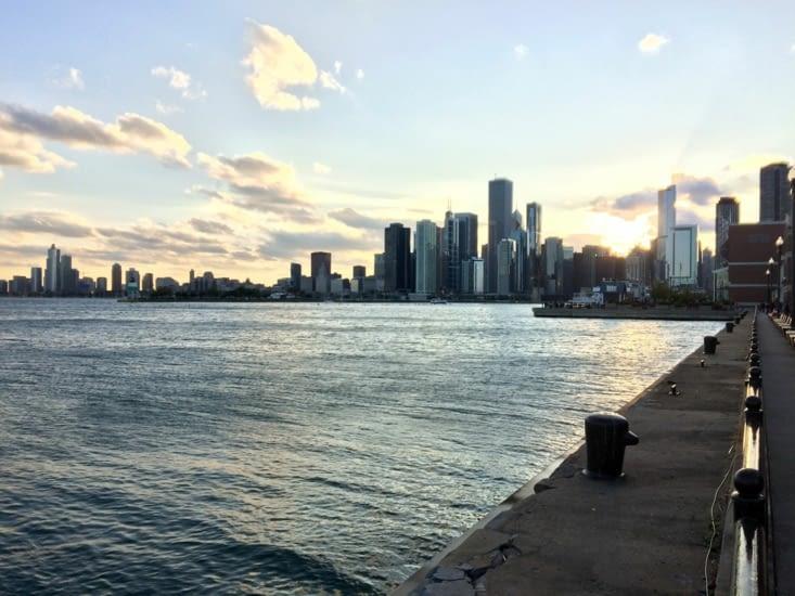 Coucher de soleil sur Chicago depuis la jetée Navy