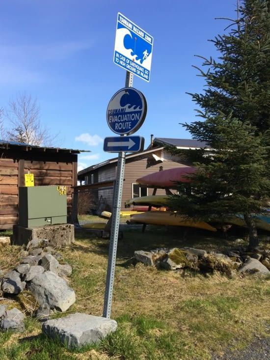 Panneau indiquant la routé d'évacuation en cas de tsunami