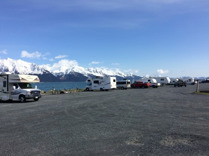 Parking/camping pour « véhicules récréatifs » au bord de l'eau