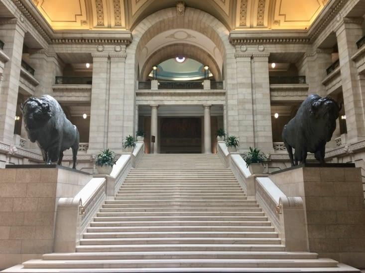 Le hall d'entrée du palais législatif du Manitoba