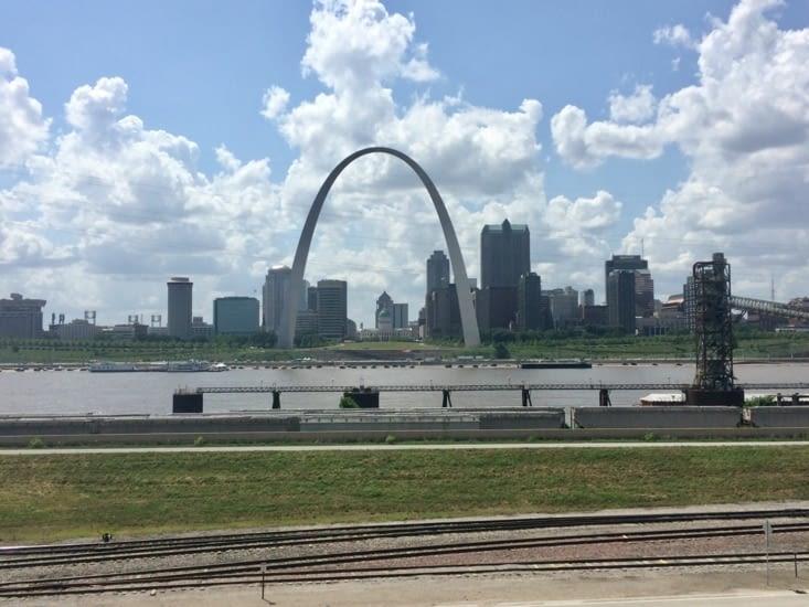 Gateway Arch, vue depuis la rive opposée