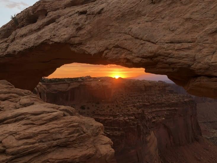 Lever du soleil sur Mesa Arch