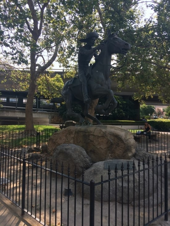 Statue du Pony Express