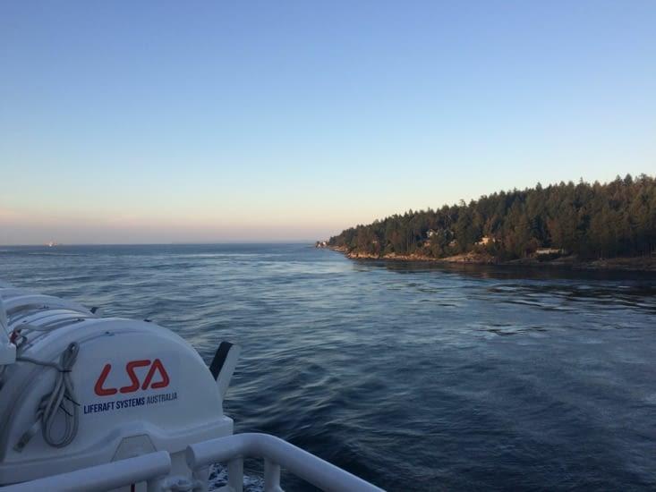 Petit tout de bateau entre les îles pour accéder à Victoria