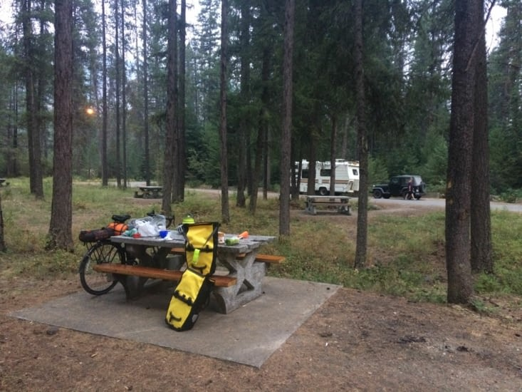 Campement au milieu des bois. Et des ours ?