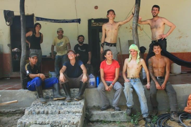 Pause photo apres la matinee machette, avec l equipe de volontaire coachee par Marco et Jordi