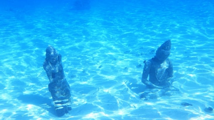 des statues sous marines