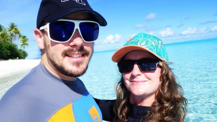on va nager avec les lunettes de soleil pour essayer de conserver nos yeux!